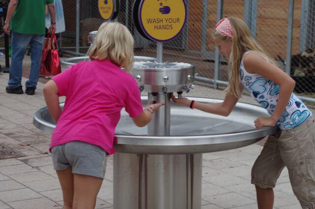 girls enjoying hand washing station at Philadelphia Zoo KidZooU